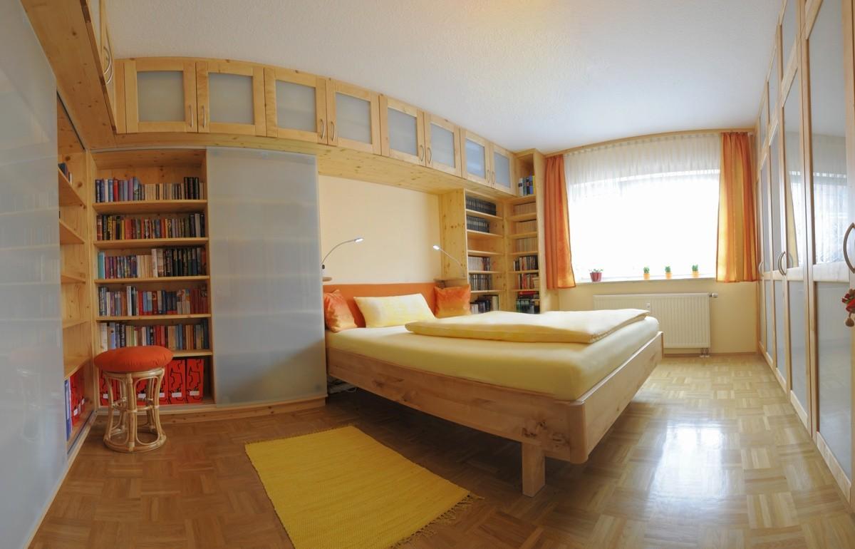 Kreativkopf Freiburg, Schlafzimmer, Entwurf, Visualisierung, Realisierung, Fichte und Birke geölt, Milchglas